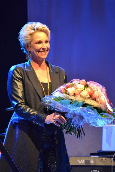 "Claudia Jung begeistert mit Band beim Benefizkonzert ""Halbe Hundert"""