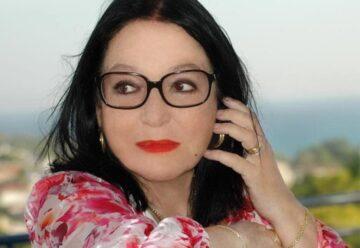 """Nana Mouskouri: """"Ich habe lange unter meinem Aussehen gelitten"""""""