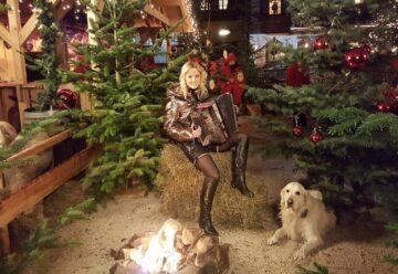 """""""Weihnachten auf Gut Aiderbichl"""" mit Melissa Naschenweng"""
