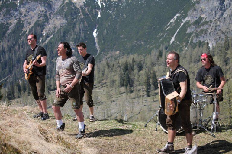 """Steirerbluat – Neues Album """"Bis tief ins Tal"""" ist da!"""