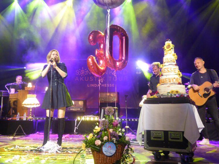 Linda Hesse feiert Geburtstag mit ihren Fans