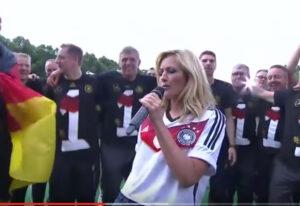 Helene Fischer rockt das Brandenburger Tor