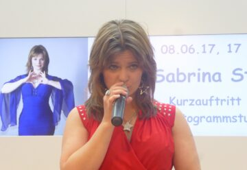 Sabrina Stern singt im Allee-Center in Hamm