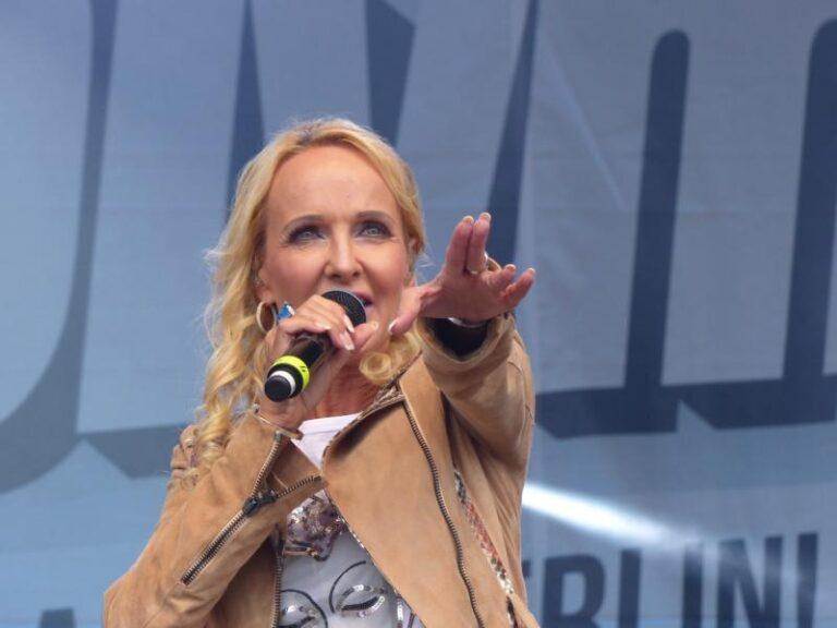 """Kristina Bach: So sieht der Corona-Alltag der """"Atemlos-Erfinderin"""" aus!"""