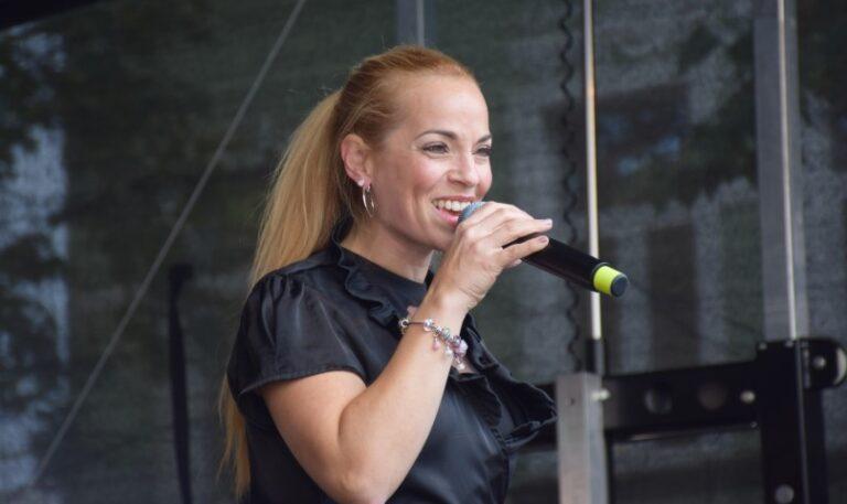 "Maria Bonelli gibt dem neuen Jahr ""Illusion"""