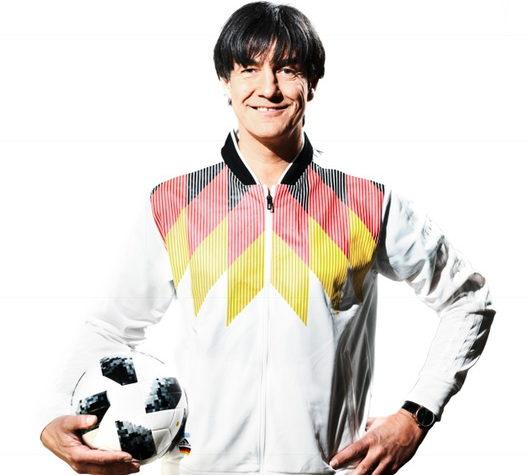 Matze Knop singt deutsche Hymne zur Fußballweltmeisterschaft