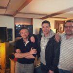 Julian David mit seinen Produzenten Alexs White und Alex Strasser
