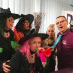 V.l. Holly Brach (grüne), Heike Betz (orange), Julia Lindholm, Joachim Müller, Vordergrund: Silke Rech (pink).