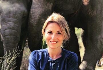 Sarah Schiffer: Auf Kuschel-Kurs mit Elefanten
