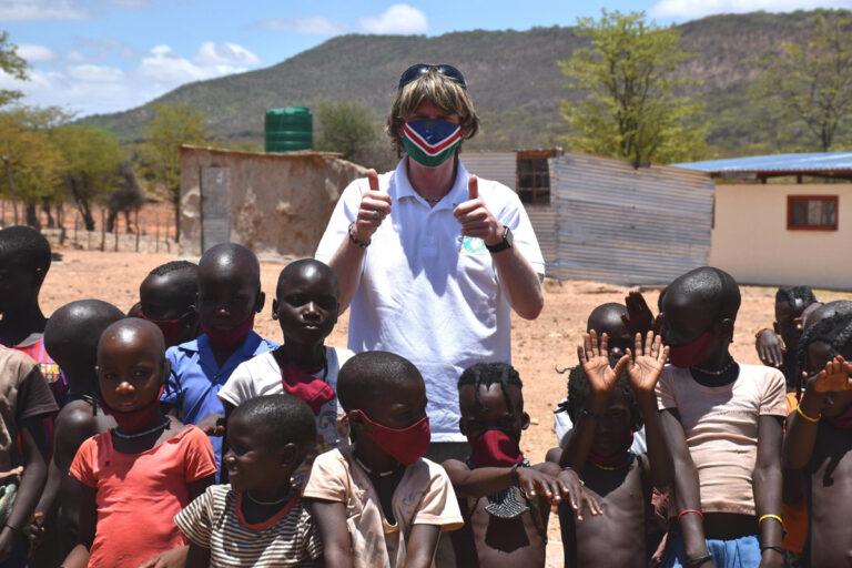 Mickie Krause: Gleich zwei Schuleröffnungen in Namibia!