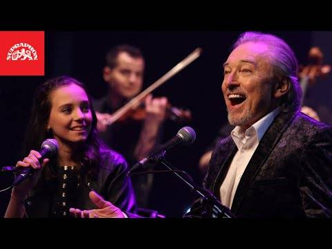 Karel Gott & Charlotte Ella Gottová - Srdce nehasnou (oficiální video) (German/English subtitles)