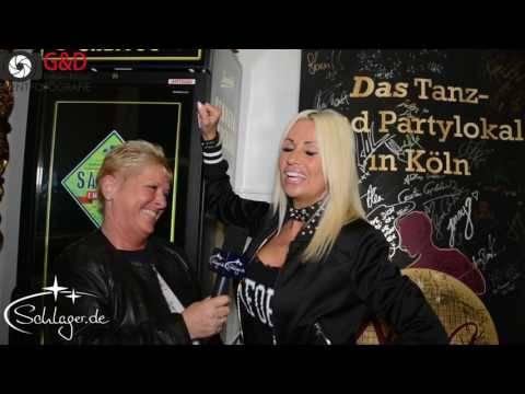 Tina Iwanitzki Talk vor ihrem Auftritt im Tanzlokal Nina, Köln