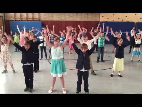 Alex di Capri – Kommt zusammen (Performance einer Schulklasse)