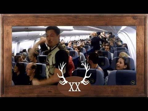 VoXXclub rockt Das Flugzeug – best plane Flashmob ever