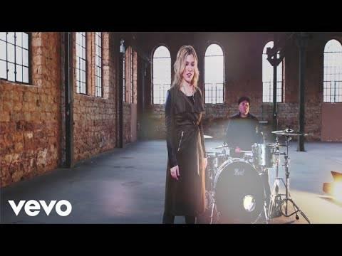 Laura Wilde – Federleicht